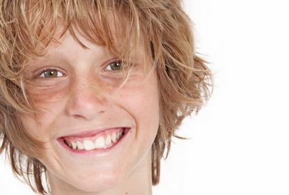 Ado garçon au Cabinet d'Orthodontie du docteur DAYEZ, à Brignoles
