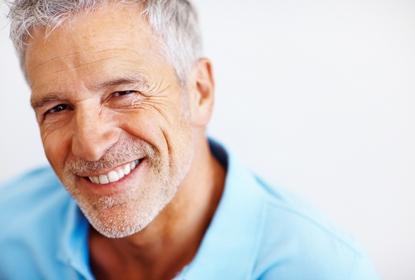 Homme mure au Cabinet d'Orthodontie du docteur DAYEZ, à Brignoles