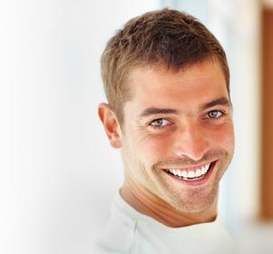 homme au Cabinet d'Orthodontie du docteur DAYEZ, à Brignoles