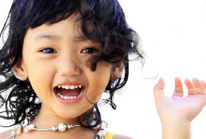 petit asiatique au Cabinet d'Orthodontie du docteur DAYEZ, à Brignoles
